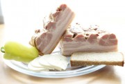Грудинка свиная копченая (сырокопченая)